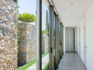 Janelas e portas mediterrânicas por GESTEC. Arquitectura & Ingeniería Mediterrânico