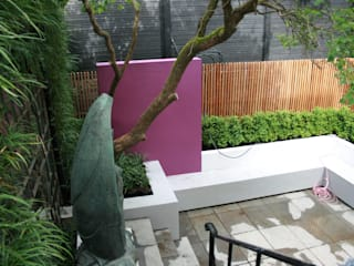 Bold Contemporary Chelsea Garden: modern Garden by GreenlinesDesign Ltd