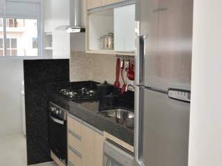 Cucina moderna di Paula Ferro Arquitetura Moderno