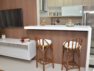 Classic style living room by Paula Ferro Arquitetura Classic