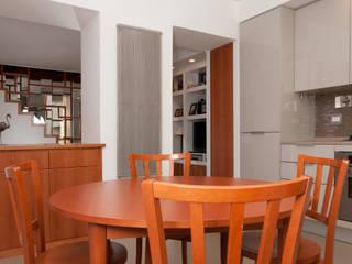 Ristrutturazione appartamento su due livelli Fabiola Ferrarello ห้องทานข้าวโต๊ะ ไม้ Wood effect