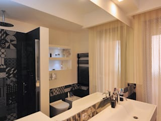 Ristrutturazione appartamento 100 mq Fabiola Ferrarello Baños de estilo moderno Azulejos Negro