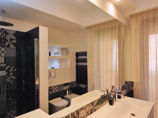 Ristrutturazione appartamento 100 mq Kamar Mandi Modern Oleh Fabiola Ferrarello Modern