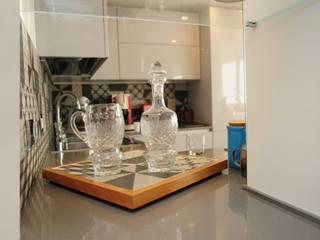 Ristrutturazione appartamento 100 mq Fabiola Ferrarello CocinaArmarios y estanterías Azulejos Gris