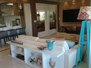 Moderne Wohnzimmer von Lícia Cardoso e Rafaella Resende Modern