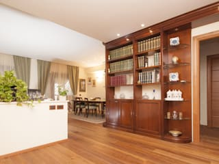 Ristrutturazione appartamento su due livelli Fabiola Ferrarello ห้องนั่งเล่น ไม้ Multicolored
