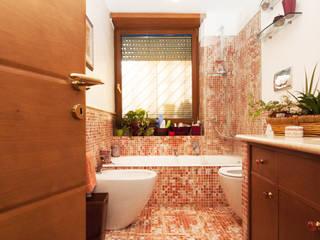 Ristrutturazione appartamento su due livelli Fabiola Ferrarello ห้องน้ำ กระเบื้อง Multicolored