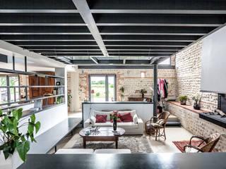 Living room by Hugues TOURNIER Architecte