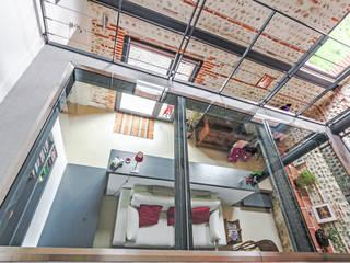 Modern Media Room by Hugues TOURNIER Architecte Modern
