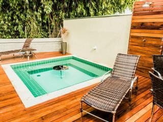 Bianca Ferreira Arquitetura e Interiores Spa in stile tropicale Ceramica Verde