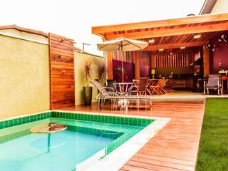 Spa com Deck e Cozinha: Casas  por Bianca Ferreira Arquitetura e Interiores