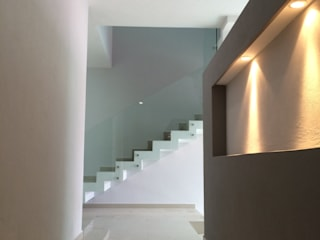 Base-Arquitectura Corredores, halls e escadas minimalistas
