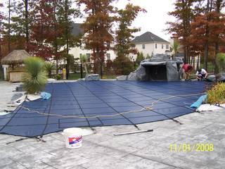 Instalación de la cubierta de Seguridad durante el invierno.:  de estilo  por Avel Benapi Services, dba, ABS Pool Patrol