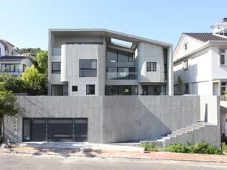 光合之家: 現代  by 行一建築 _ Yuan Architects, 現代風
