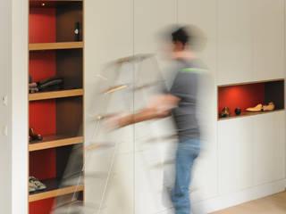 Flurschrank - Einbauschrank: von Daniel Renken Möbelmanufaktur Minimalistisch