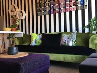 Woonkamer door The Painted Door Design Company, Eclectisch