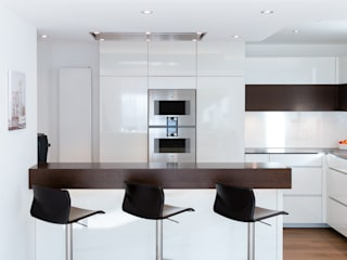 Customised kitchen in Borken Cocinas de estilo moderno de Pamela Kilcoyne - Homify Moderno