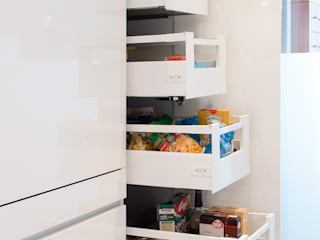 Storage cabinet with internal drawers Pamela Kilcoyne - Homify Chambre moderne