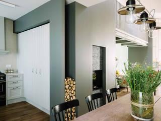CASA T: Soggiorno in stile in stile Moderno di Studio Perini Architetture