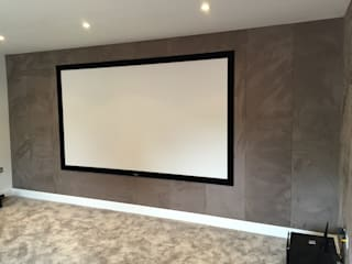 Cinema Room with bespoke suede fabric walls Salas multimédia modernas por Designer Vision and Sound Moderno