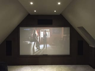 Loft Cinema Room with fabric walls and LED lowered ceiling Salas multimédia modernas por Designer Vision and Sound Moderno