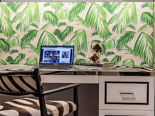 A Sassy Sensation Modern study/office by Design Intervention Modern