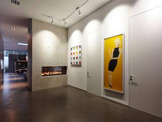 Eingangsbereich mit Kamin:  Flur & Diele von Lioba Schneider