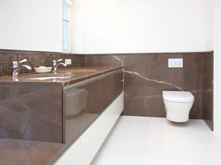 Baños de estilo minimalista de Beilstein Innenarchitektur Minimalista