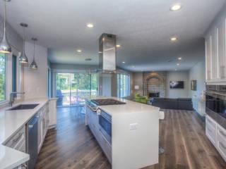 A Modern Haven: modern Kitchen by Dahl House Design LLC
