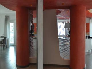 riflessi: Ingresso & Corridoio in stile  di Claudio Renato Fantone Architetto - laboratorio di architettura olistica