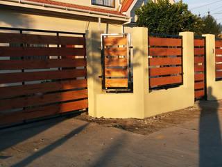 Cierre hormigon metal madera Casas de estilo ecléctico de ARQUITECTURA E INGENIERIA PUNTAL LIMITADA Ecléctico