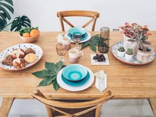 Reportaje de poboda de Vasver Fotografía con decoración de casa de White & Wood Home. de White & Wood Home Mediterráneo