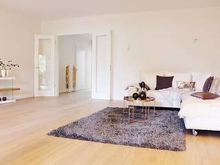 Neue Musterwohnung in Bremen-Schwachhausen Nicole Schütz Home Staging Moderne Wohnzimmer