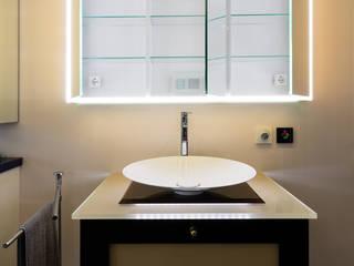 Phòng tắm phong cách hiện đại bởi Pamela Kilcoyne - Homify Hiện đại