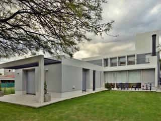 Casa  S+M : Casas de estilo  por BSBarqs.
