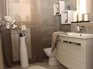 Ristrutturazione appartamento: Bagno in stile  di DemianStagingDesign