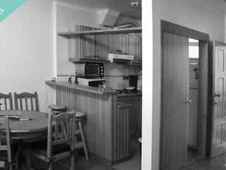 Apartamento T0 - São Pedro de Moel:   por OFICINA - COLECTIVO DE IDEIAS, LDA