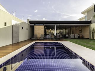 モダンスタイルの プール の Cornetta Arquitetura モダン