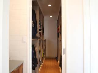 Modern dressing room by 위드하임 Modern