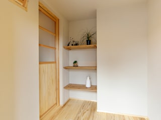 Eclectic style corridor, hallway & stairs by 株式会社 建築工房零 Eclectic