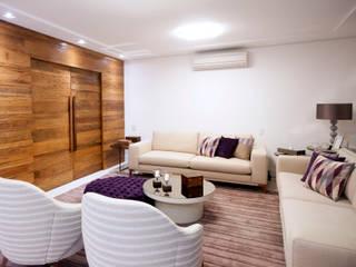 Apartamento descontraído - São Bernardo do Campo, SP Haus Brasil Arquitetura e Interiores Salas de estar ecléticas Madeira Roxo/violeta