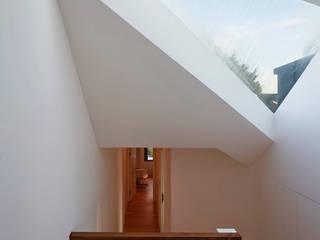 London Brownstones:  Corridor & hallway by Knox Bhavan Architects