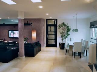 soggiorno con lampada a muro: Soggiorno in stile in stile Minimalista di Claudio Renato Fantone Architetto - laboratorio di architettura olistica