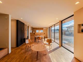 STaD(株式会社鈴木貴博建築設計事務所) Minimalistische Wohnzimmer