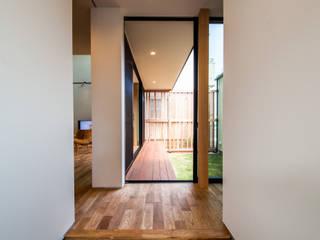 STaD(株式会社鈴木貴博建築設計事務所) Modern corridor, hallway & stairs