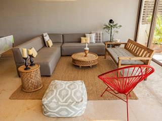 MORADA CUATRO Livings de estilo moderno