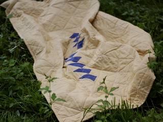 Pikowana narzuta denim/musztardowy z motywem lecących gęsi: styl , w kategorii  zaprojektowany przez Dom Artystyczny