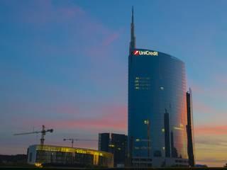 Effetto Cemento Casserato Palazzo Unicredit MIlano:  in stile  di easyprof