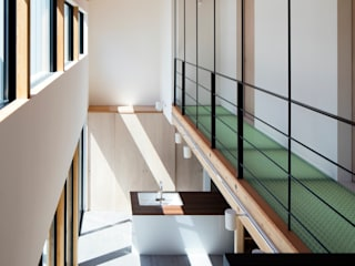 箕面の家 オリジナルスタイルの 玄関&廊下&階段 の 井上久実設計室 オリジナル