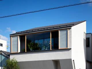 Casas ecléticas por 井上久実設計室 Eclético